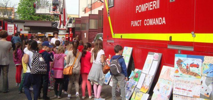 De 1 iunie, copiii sunt aşteptaţi să-şi sărbătorească ziua la pompieri!